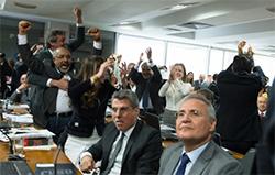 Senadores da oposição comemoram resultado da votação Foto: Luis Marques/Agência PT
